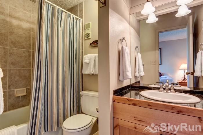 Powderhorn 503 Full Bathroom