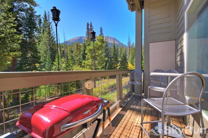 A5 Gore Trail Private deck with BBQ