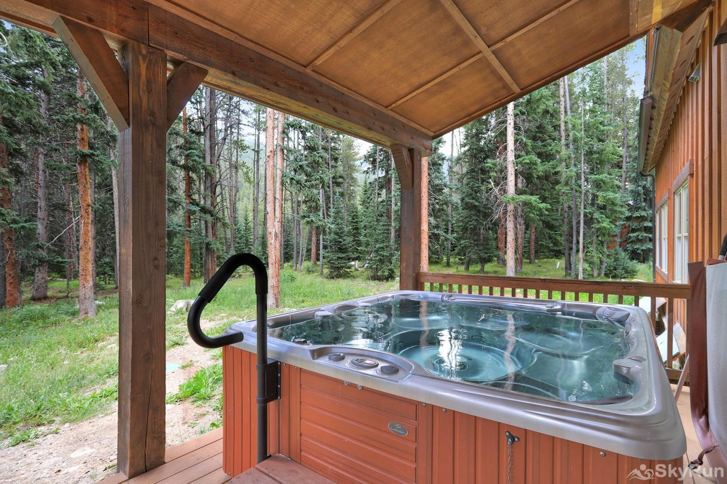Red Mountain Lodge Private outdoor hot tub