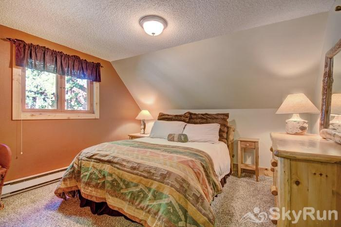 Wildernest Point Upper level queen bedroom with shared bath