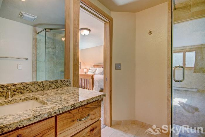 Wildernest Point Master bathroom with shower