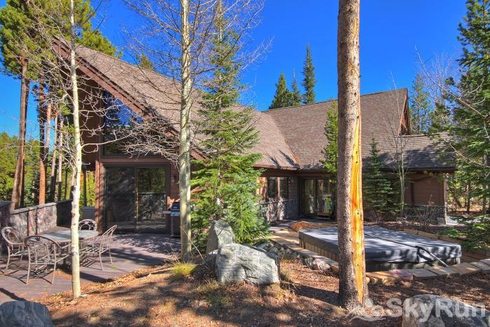 Wildernest Point Beautiful wooded setting for hot tub enjoyment!
