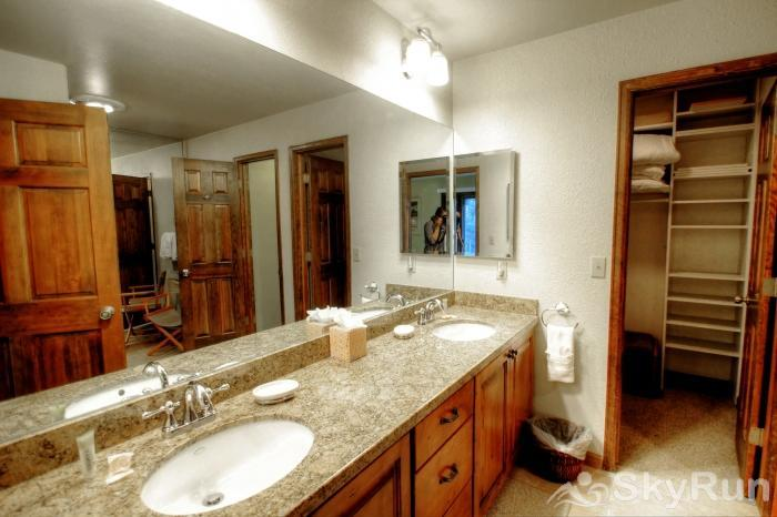 K1 Gore Creek Meadows Master Ensuite Bathroom