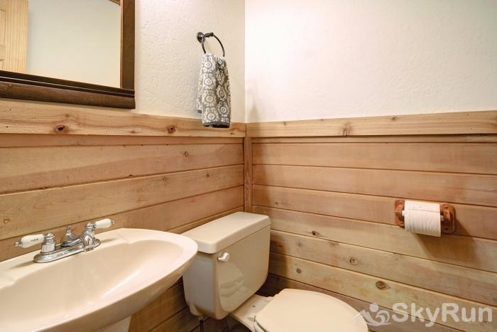 Gasthaus Breck Lower level shared bathroom