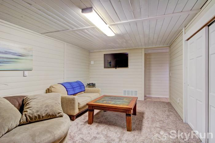 Gasthaus Breck Lower level living area with flat screen TV
