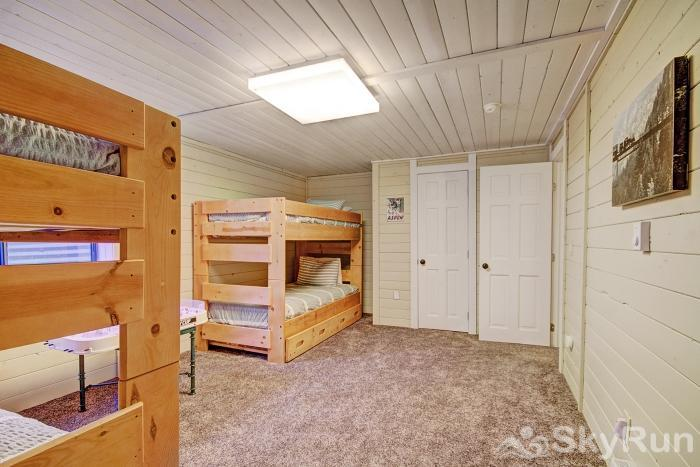 Gasthaus Breck Lower level kid's bunk room