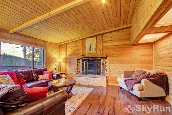 Gasthaus Breck Spacious living area with wood burning fireplace