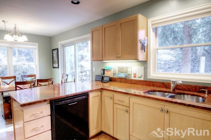 1717 Geneva Drive W Kitchen