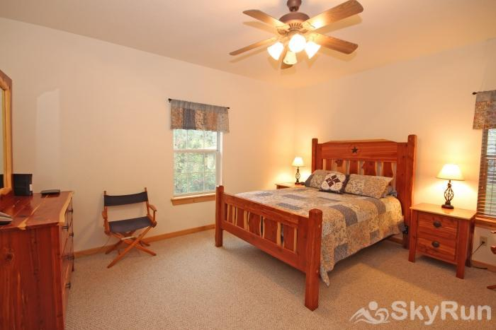 MARICOPA RIVER RESORT Master Bedroom with Queen Bed