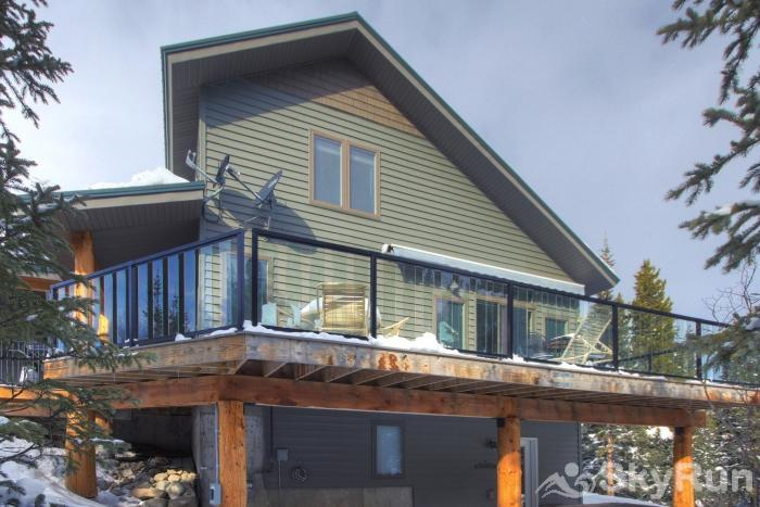 Twin Creek Lodge Privacy and serenity abound at this mountain cabin