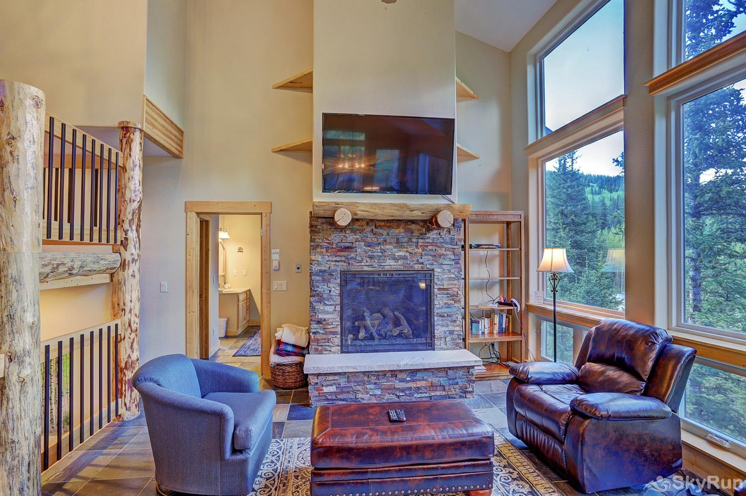 Twin Creek Lodge Stay cozy warm by your gas fireplace and flat screen TV