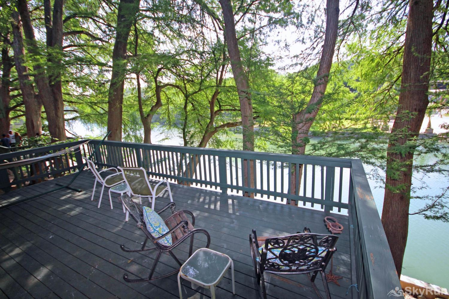 RIVERSIDE ROOST Shaded Outdoor Deck Space