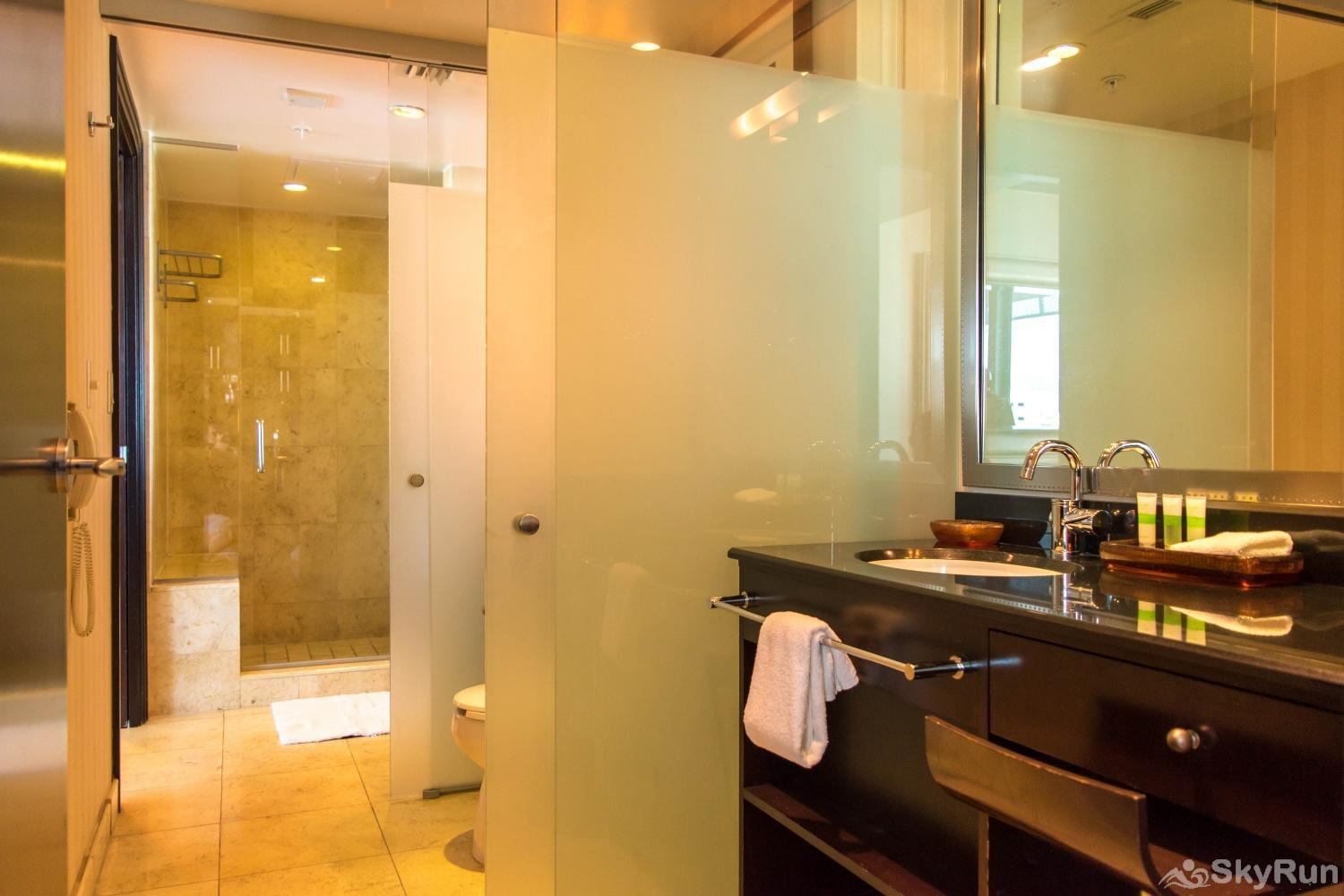 Penthouse De Soleil South Beach - on Ocean Drive Miami Beach SPA-INSPIRED BATHROOM