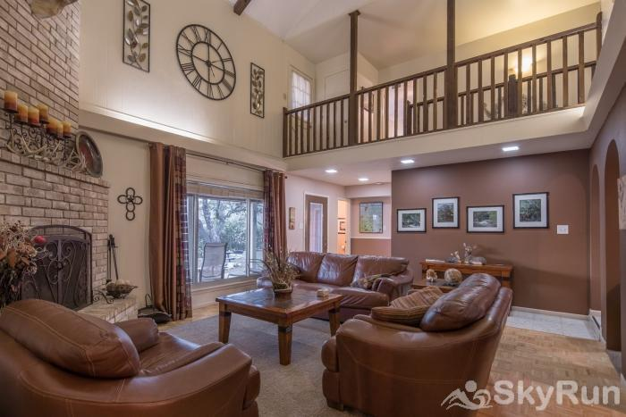 LAKESIDE OVERLOOK Comfortable Living Area, cont
