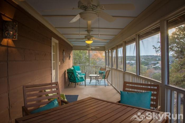 LAKESIDE OVERLOOK Screened-In Porch Overlooking the Hill Country