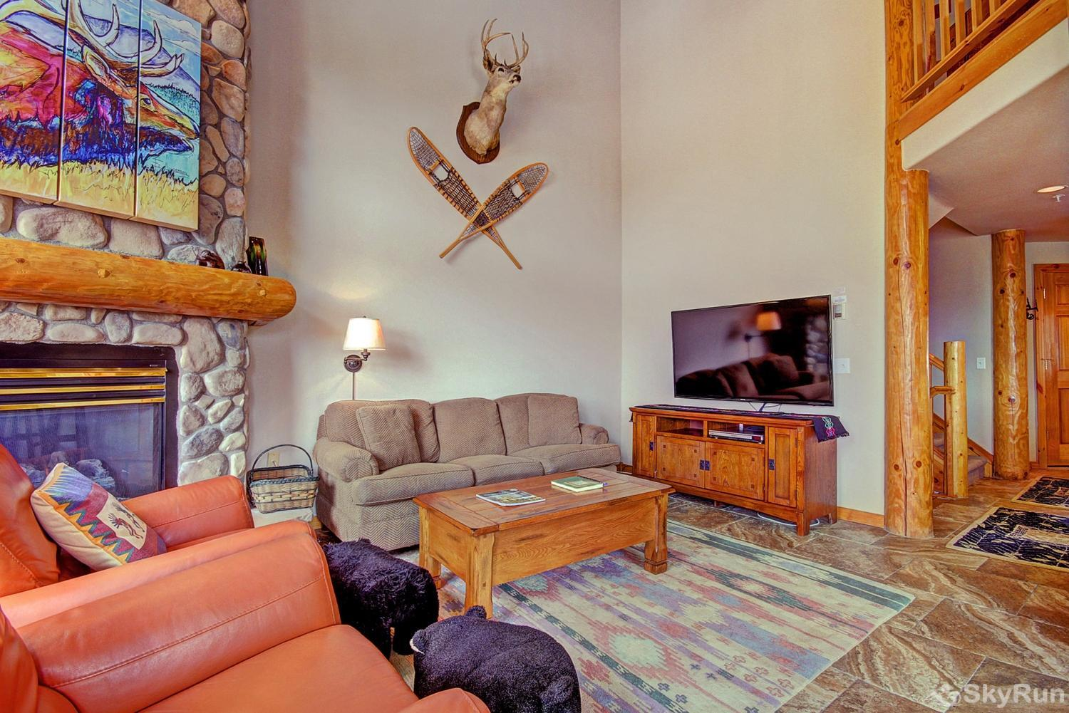 Elk Ridge Retreat Cozy living room is perfect to enjoy your favorite shows and movies on the large flat screen TV