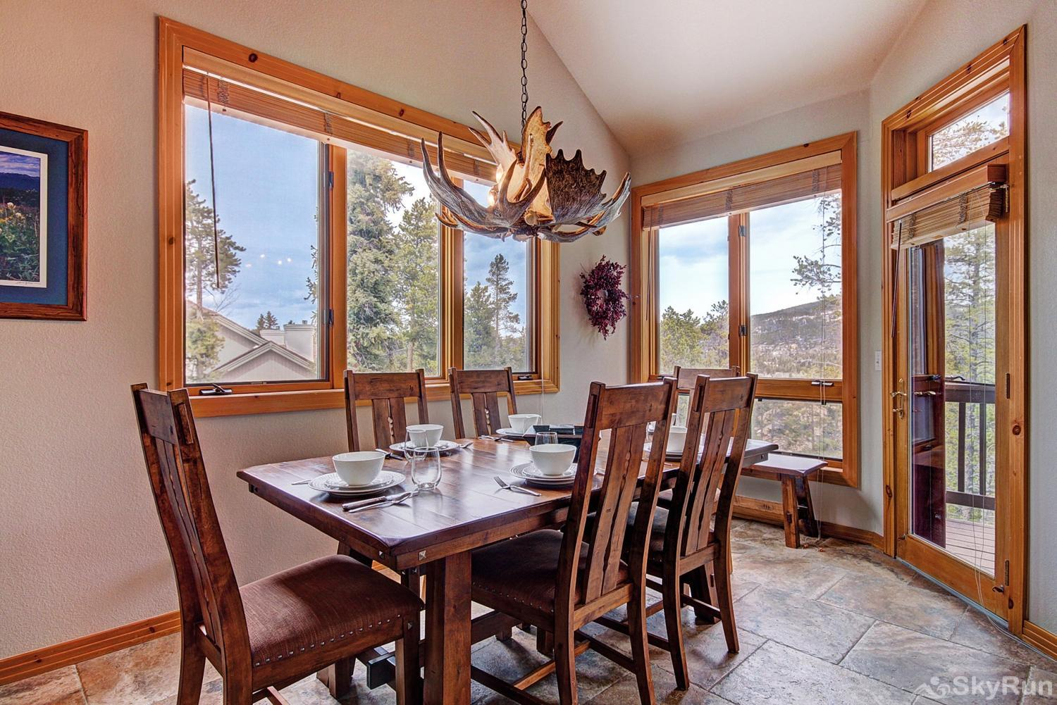 Elk Ridge Retreat Enjoy a scenic view with your meals!