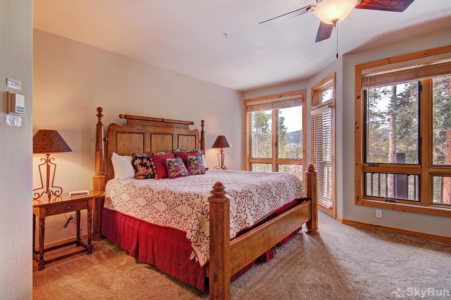 Elk Ridge Retreat Luxurious king master suite with ensuite bath and private deck