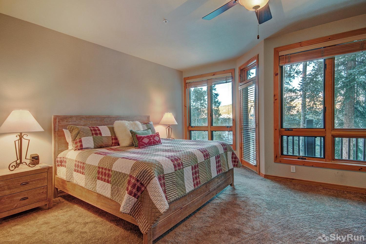 Elk Ridge Retreat King master suite with walk-out balcony, flat screen TV, ensuite bath