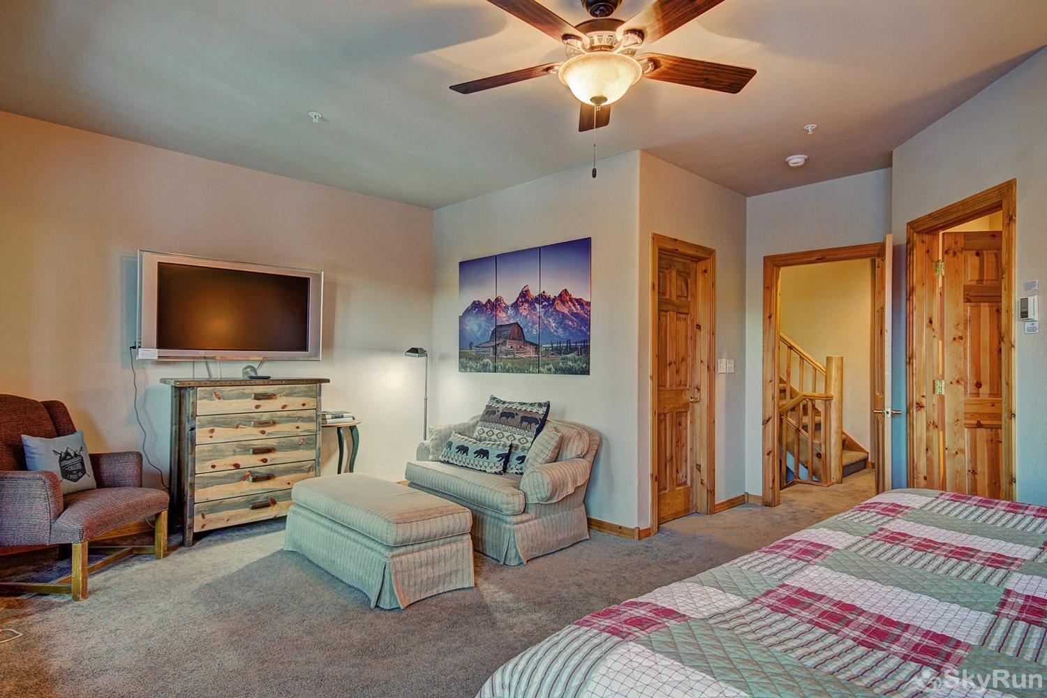 Elk Ridge Retreat King master suite with flat screen TV, walk-out balcony