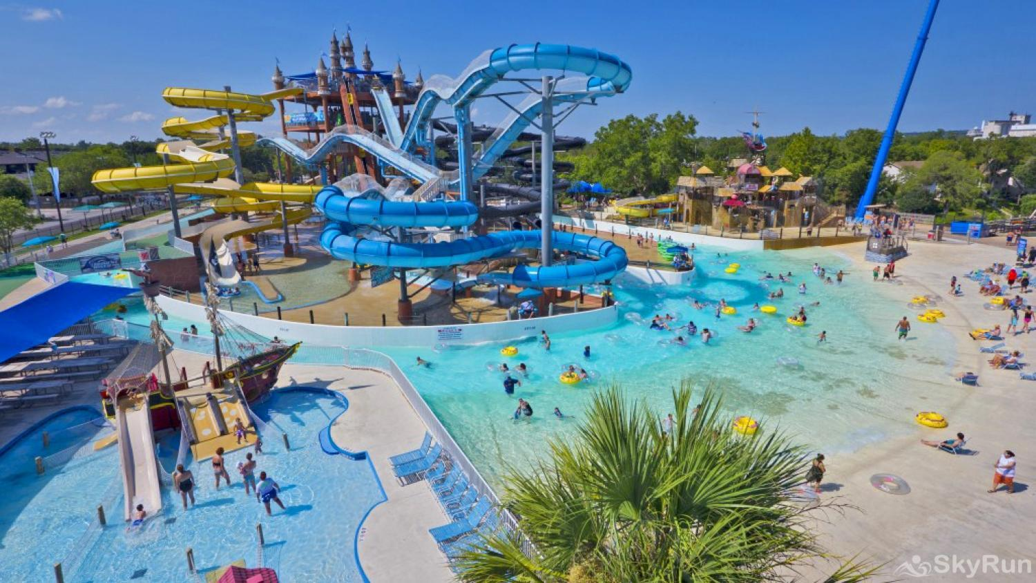 WATERWHEEL ESCAPE CONDO Schlitterbahn Waterpark, 1 Mile Away