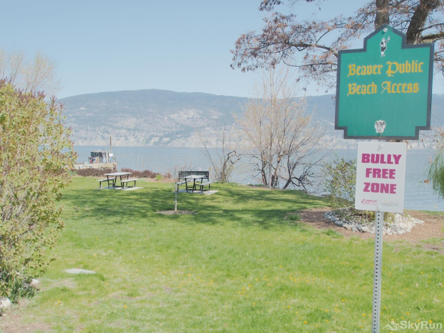 Old Summerland 3 bedroom home Just steps away to beaver beach