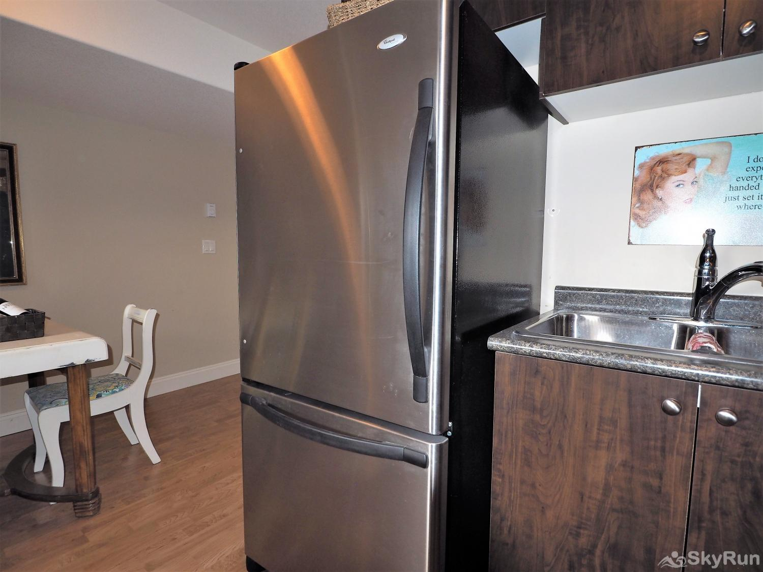 Old Summerland 1 bedroom suite Large fridge with bottom drawer freezer will hold all your goodies
