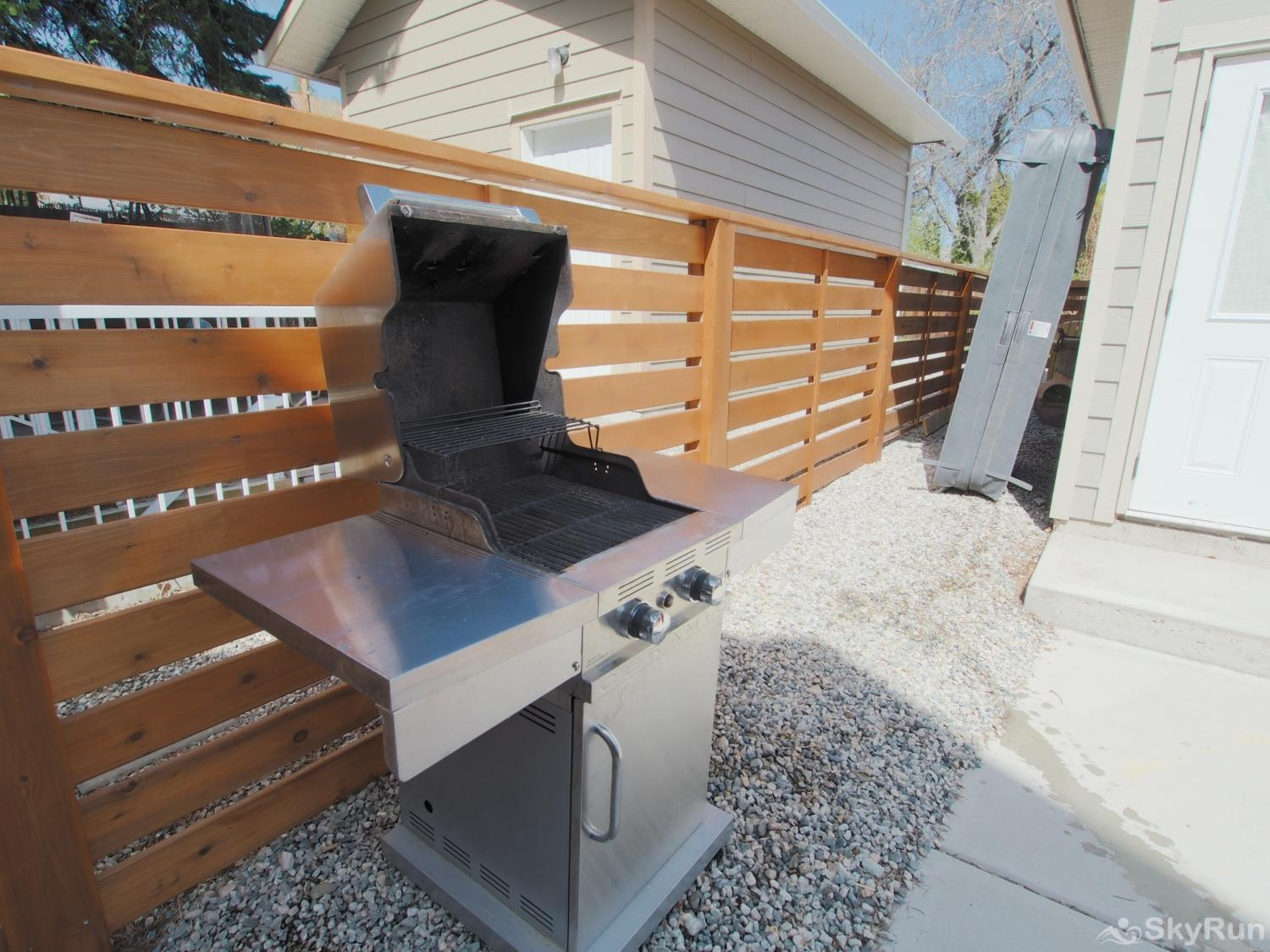 Old Summerland 1 bedroom suite enjoy BBQing...the propane BBQ fills the bill