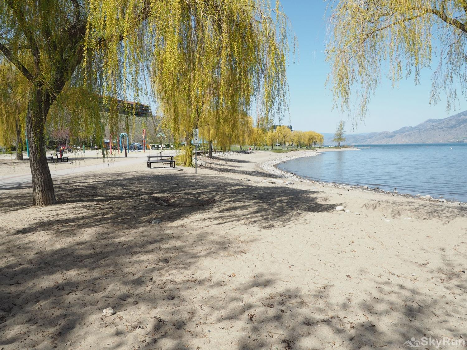 Old Summerland 1 bedroom suite peach orchard park has a water park for the kids and a dog beach for your furry friends