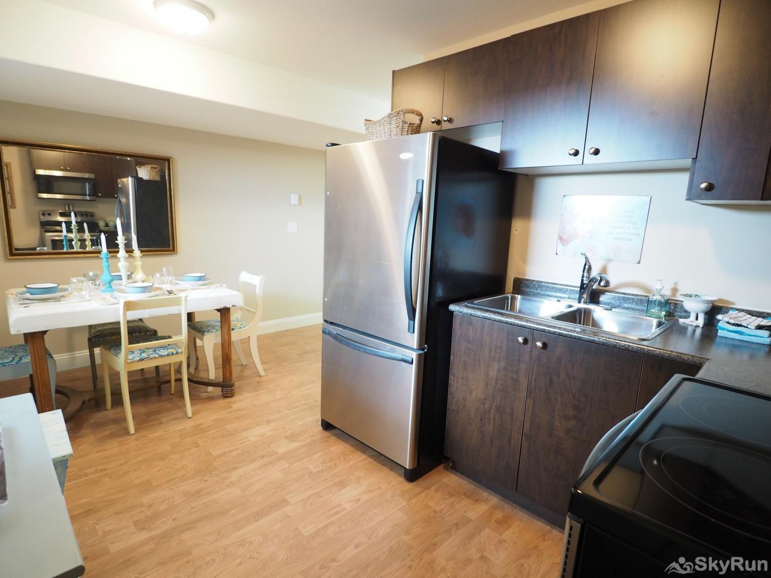 Old Summerland 1 bedroom suite Cute eating area off the kitchen