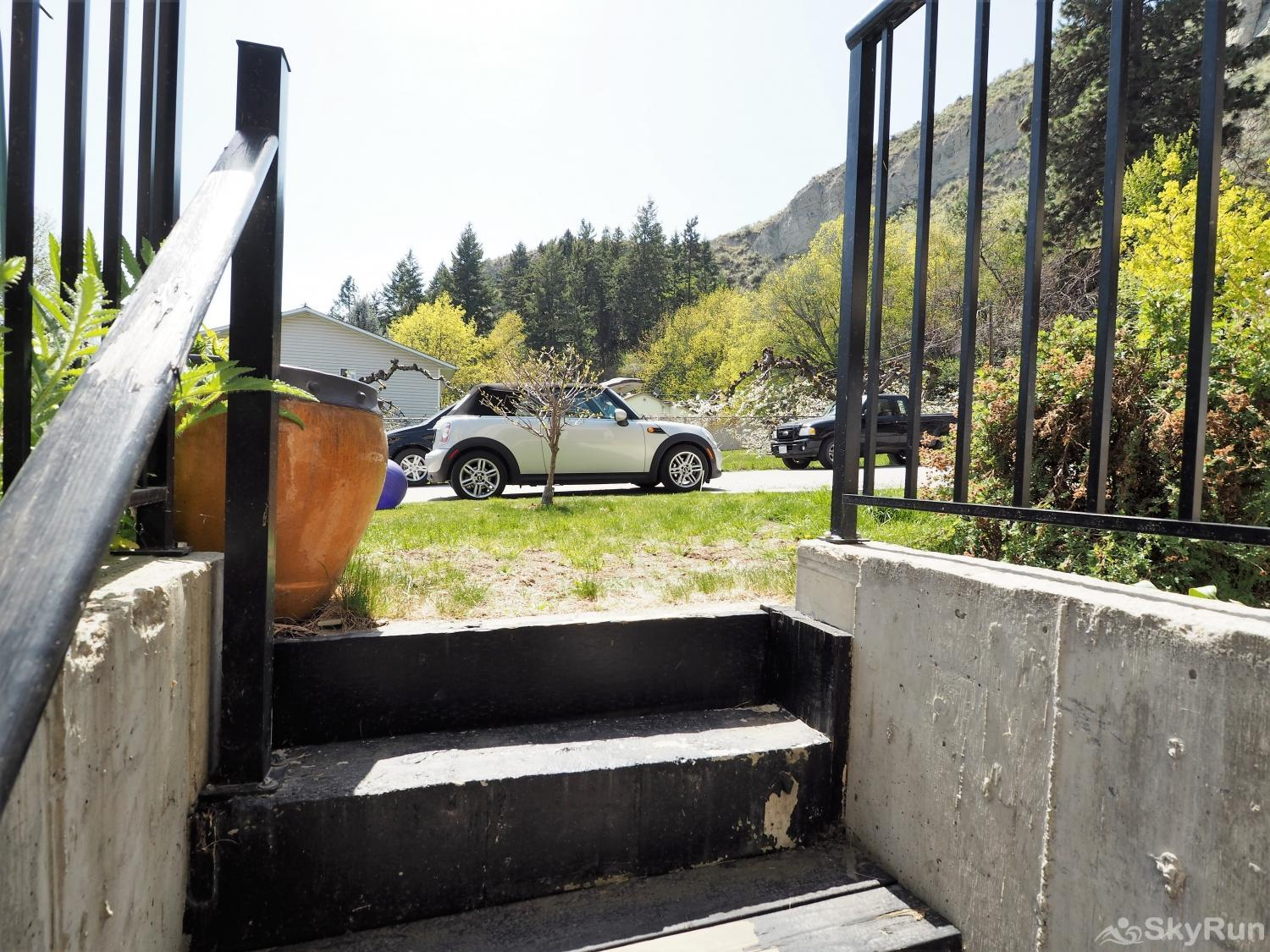 Old Summerland 1 bedroom suite Steps up to the front street
