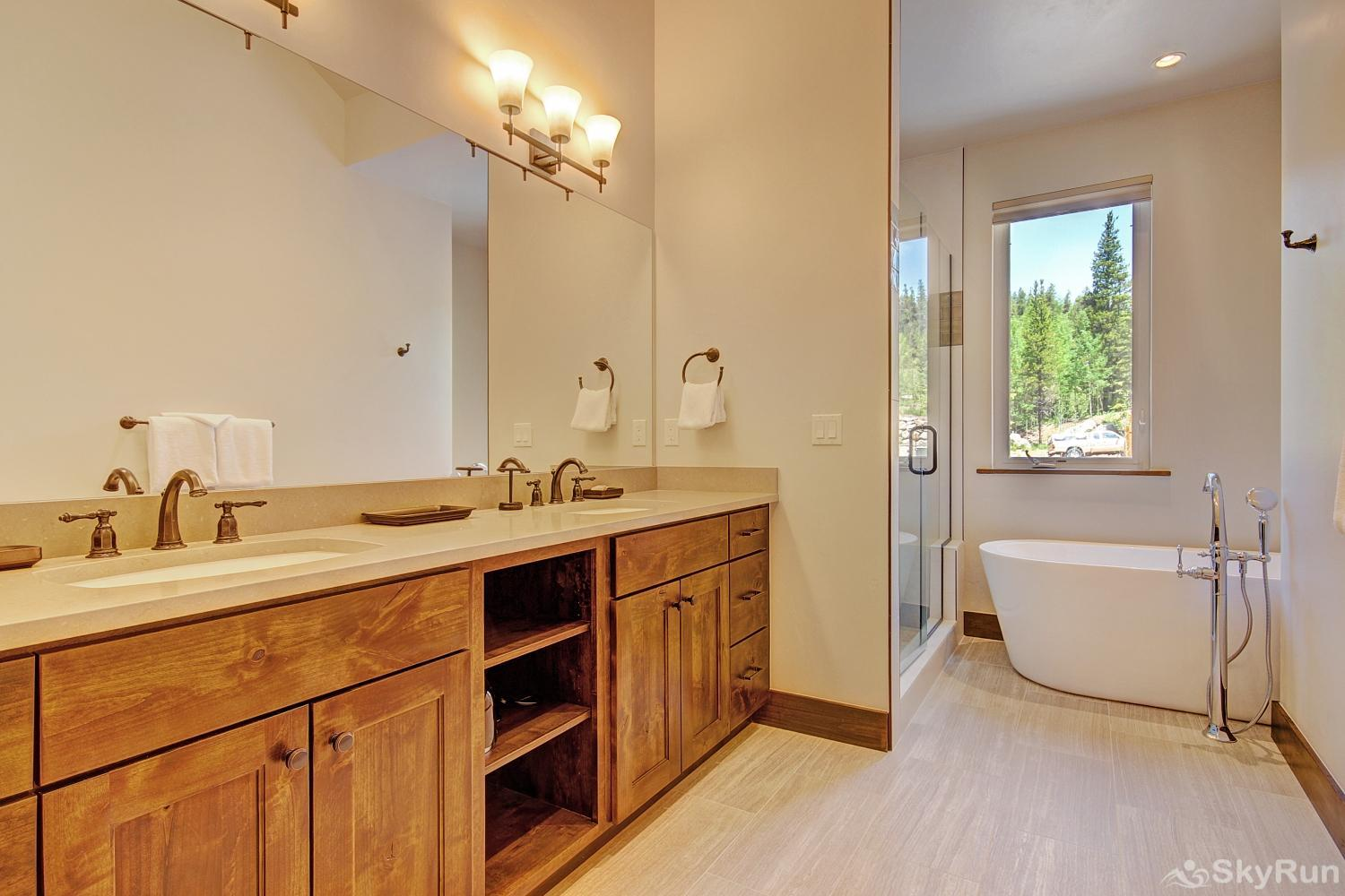 River's Edge Retreat Private master bathroom