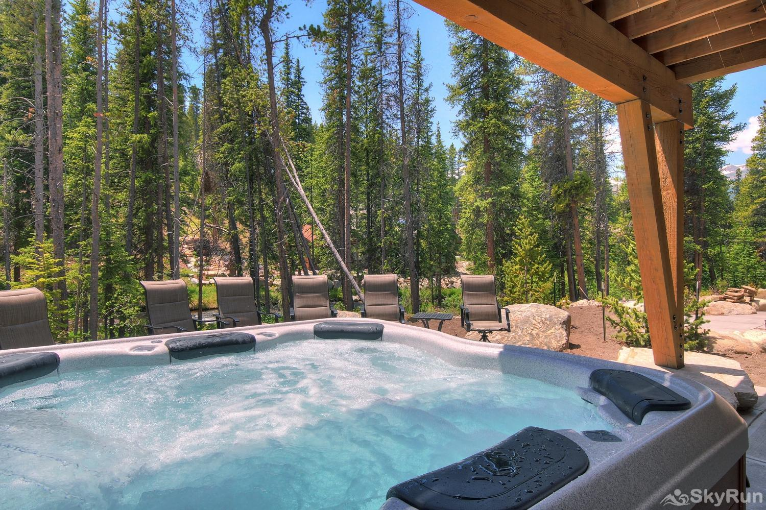 River's Edge Retreat Relax in your private outdoor hot tub!