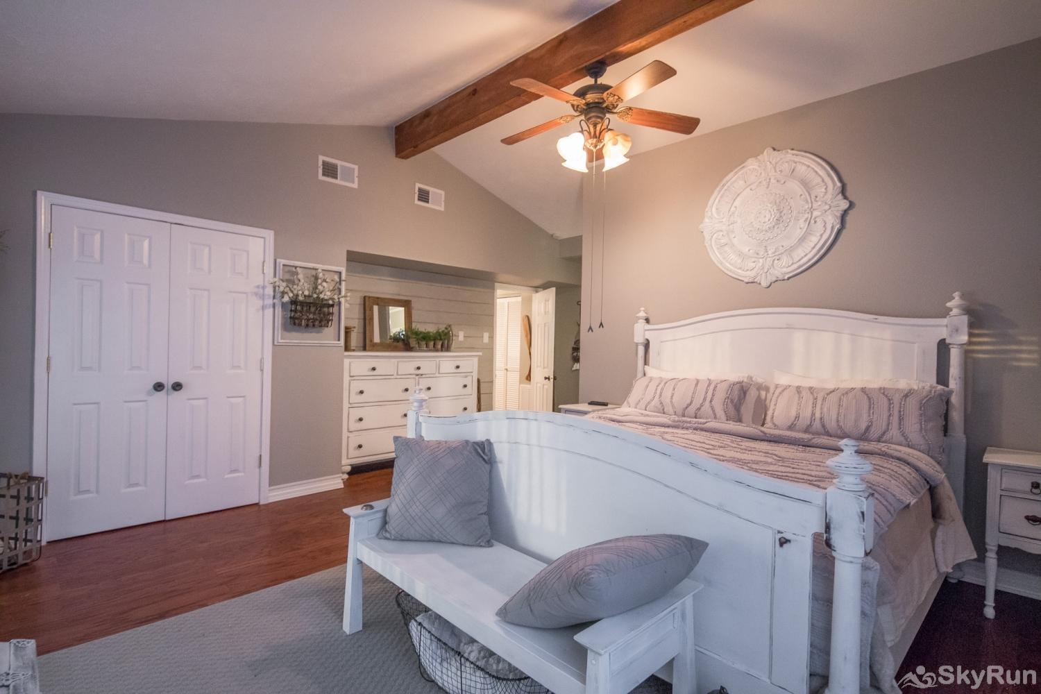 ANCHORS AWAY Master suite, cont.