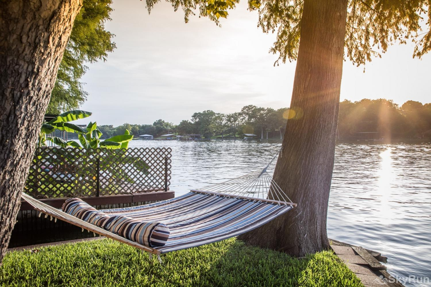 SERENITY SHORES Lakeside Hammock