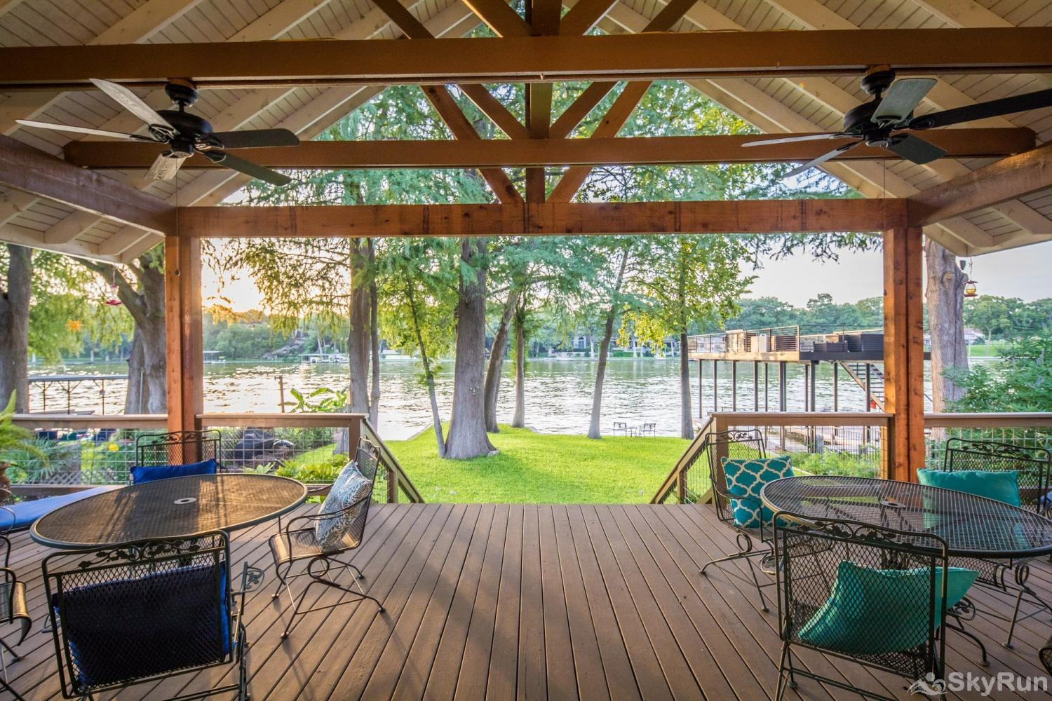 SERENITY SHORES Stunning Lake View and Ample Seating on Deck