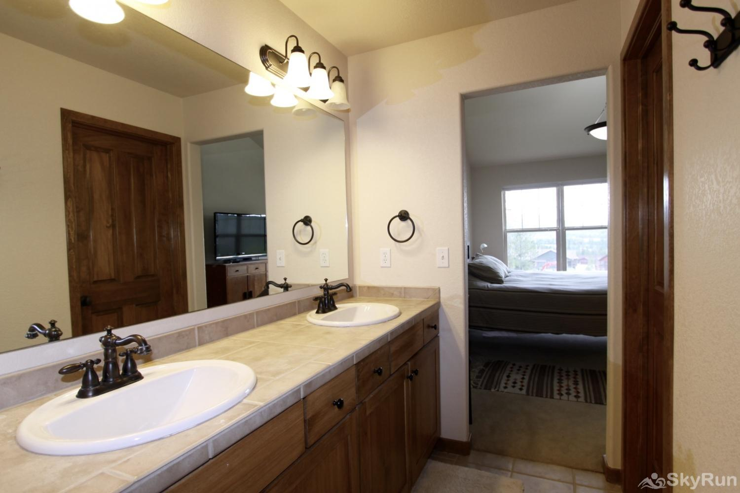 Rendezvous Discovery 3 BR Master Bath