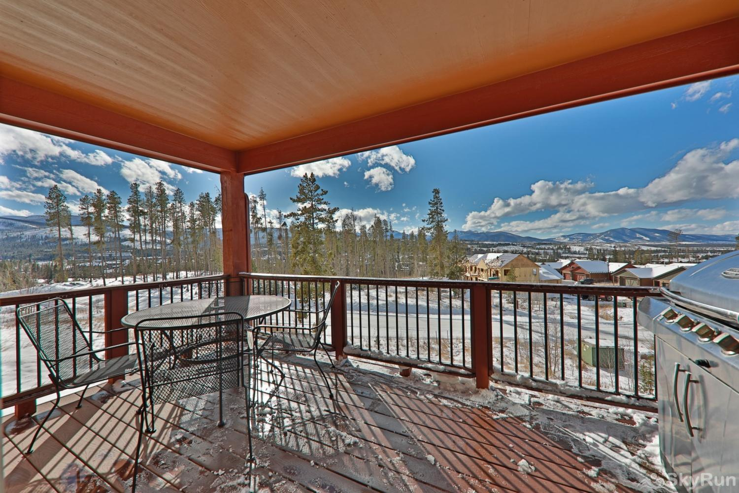 Rendezvous Discovery 3 BR Private Deck with Grill and View on Main Level