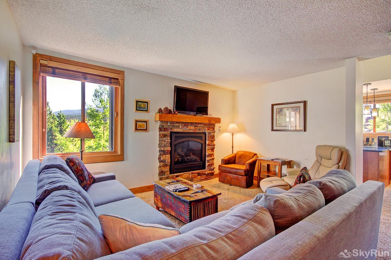 Ski Hill 8 Cozy living room with gas fireplace and flat screen TV