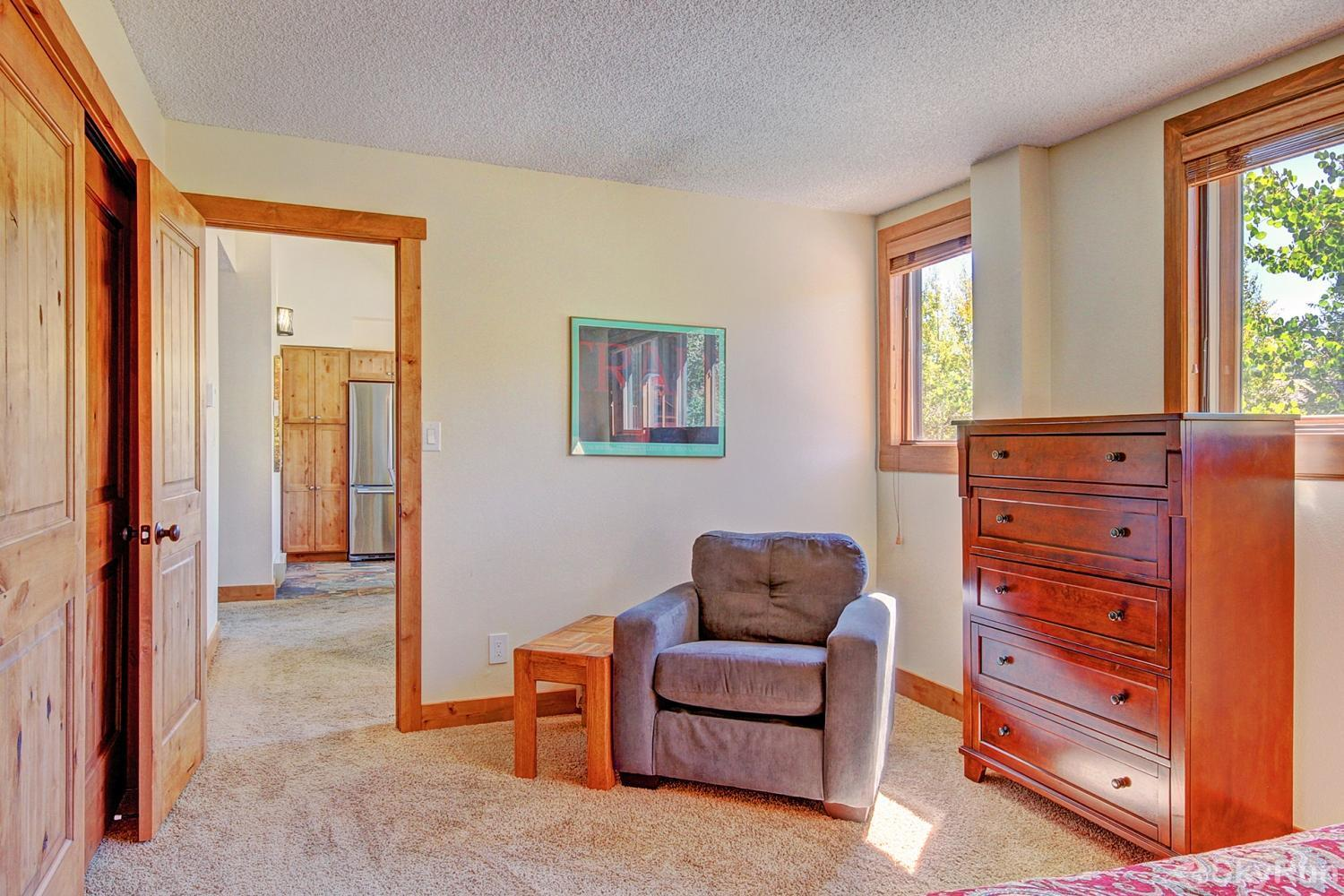 Ski Hill 8 Sitting area in main level queen master bedroom
