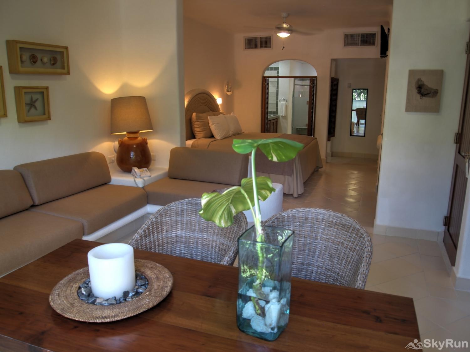 Las Villas Akumal 108  3 Bedroom Beachfront Second Floor Queen Bedroom with small living roomn
