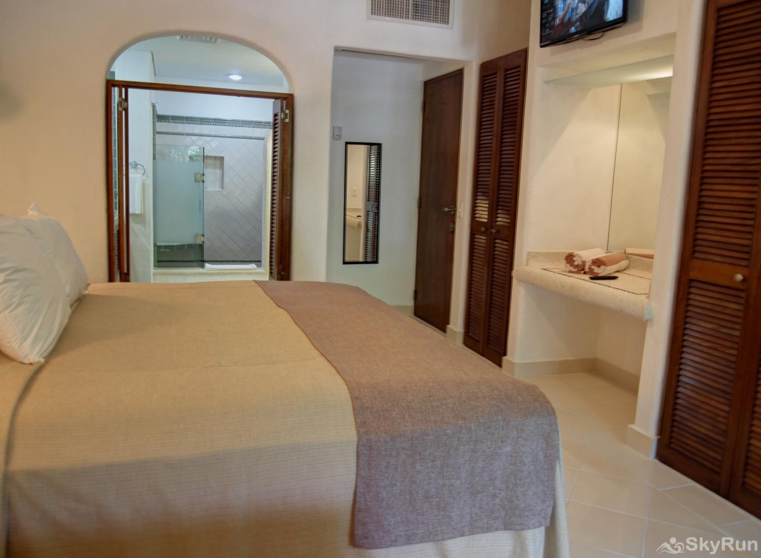 Bliss Akumal Condo Villa 1 Bedroom Garden View 108A master Queen Bedroom