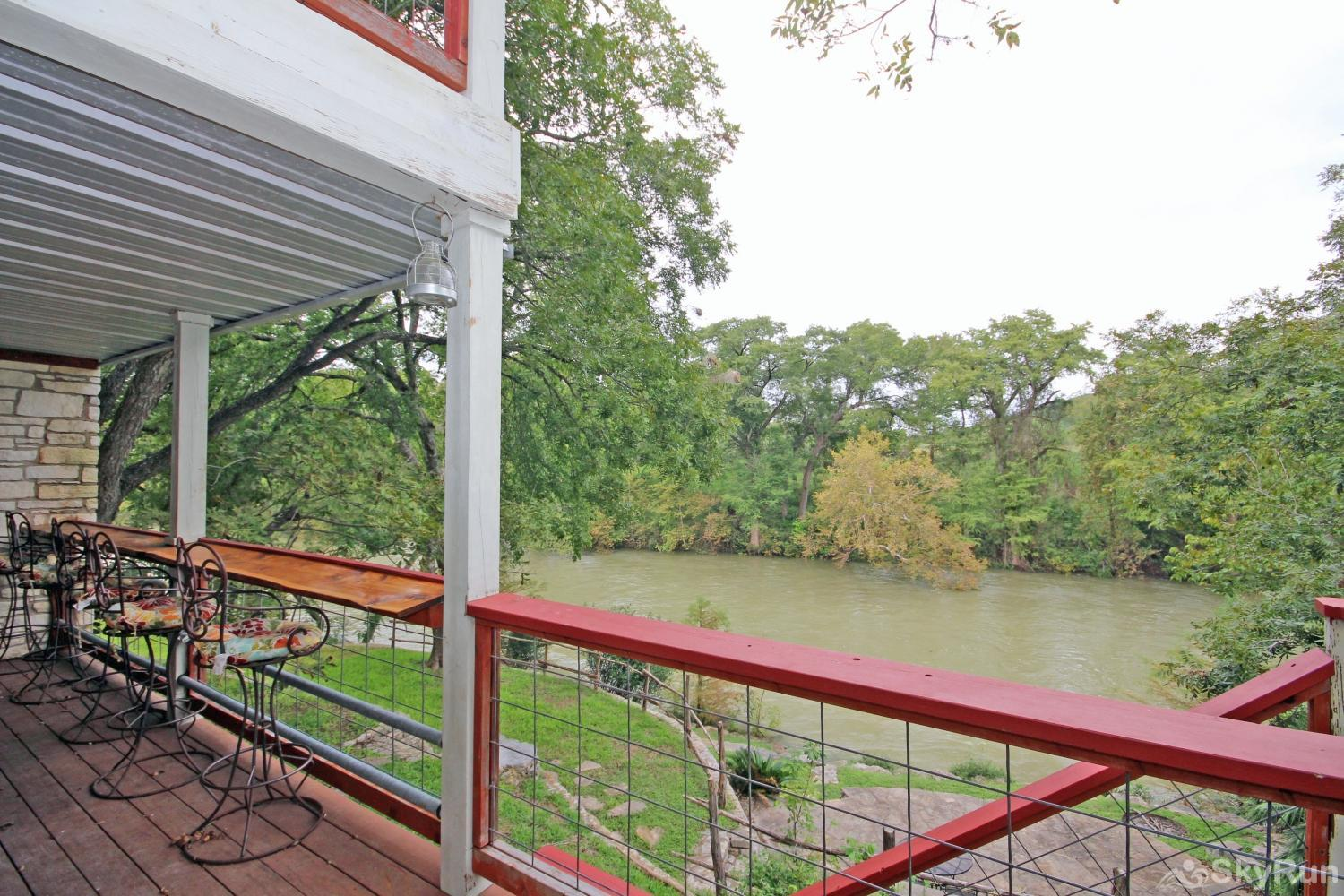 BRAUN RIO Waterfront deck to enjoy your slice of the Guadalupe River