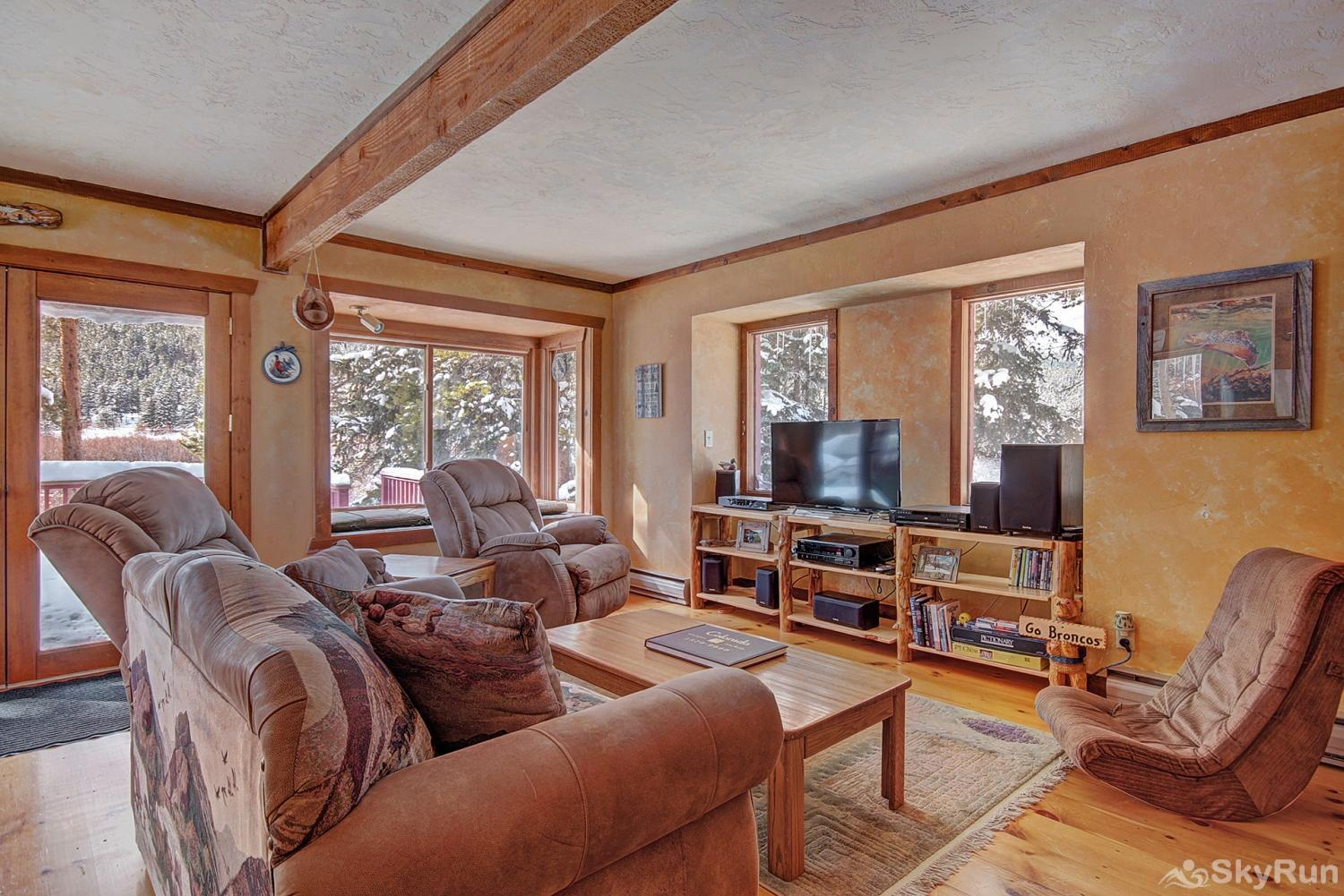 Whispering Pines Cozy living area with flat screen TV