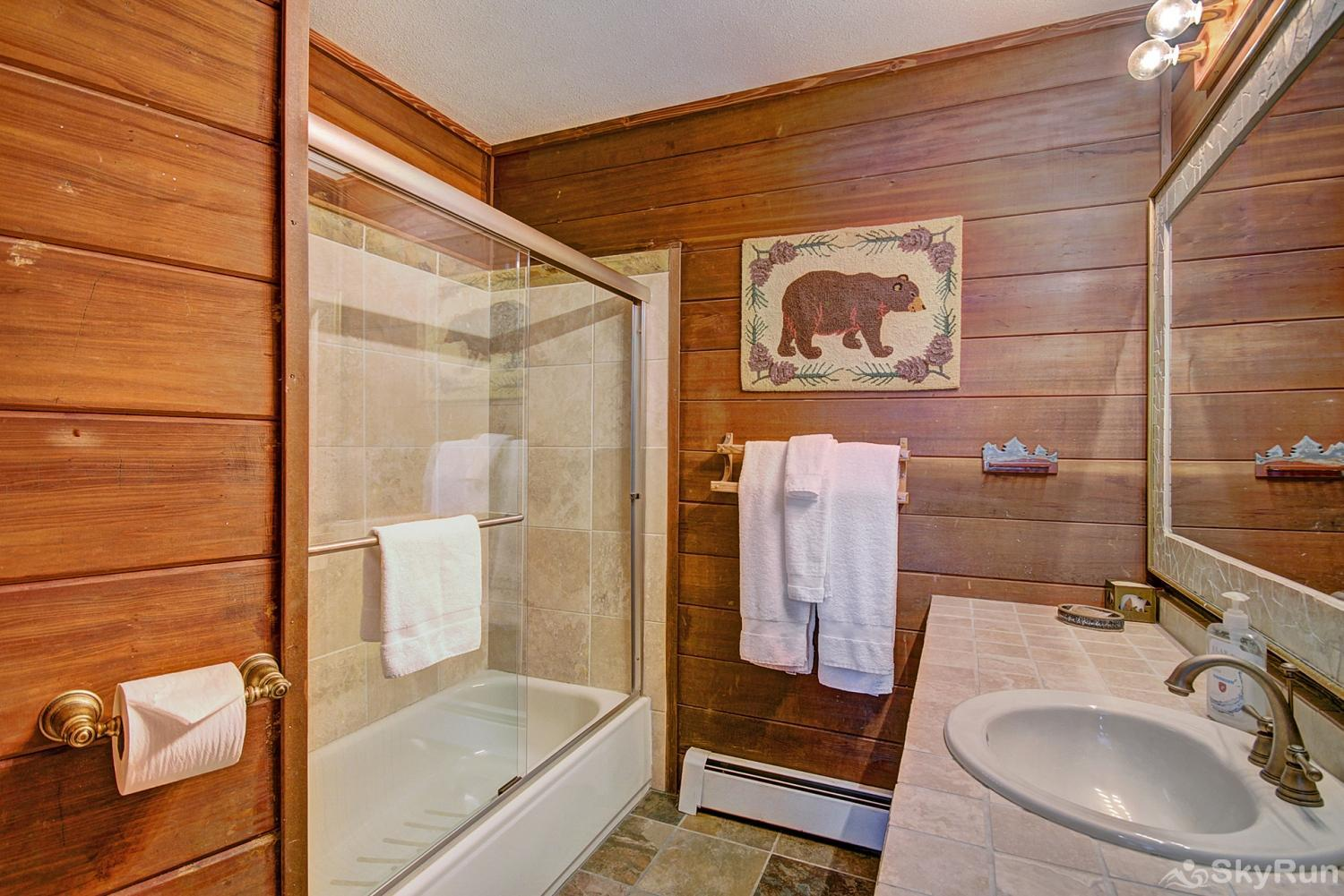 Summit View Chalet Additional shared full bathroom