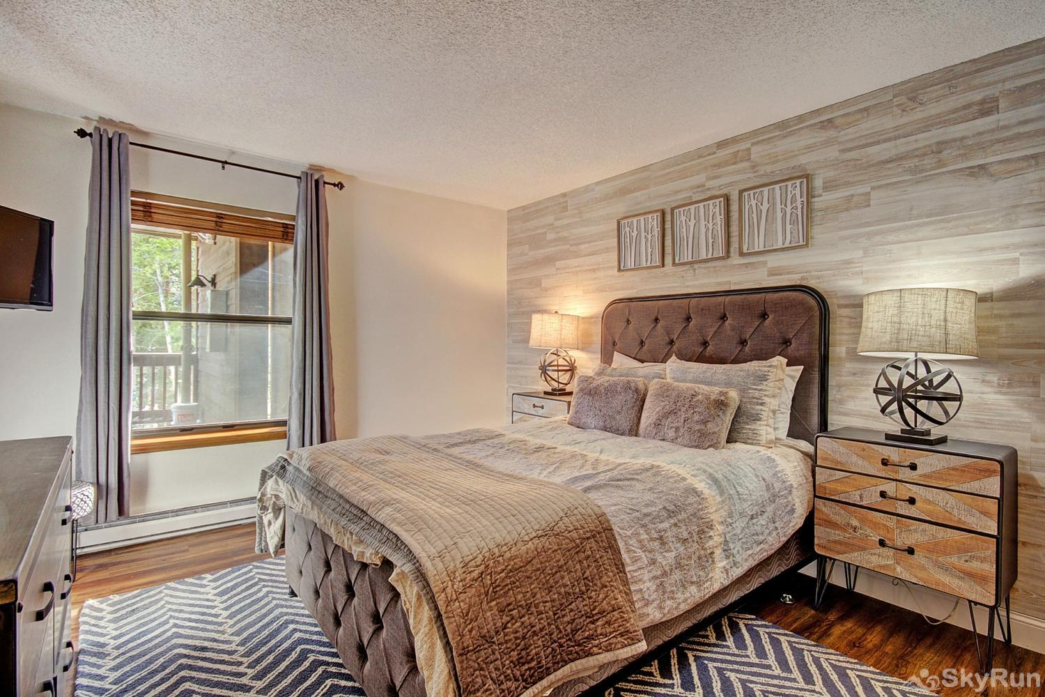Tyra Summit A2E Beautiful queen master suite with flat screen TV and ensuite bath