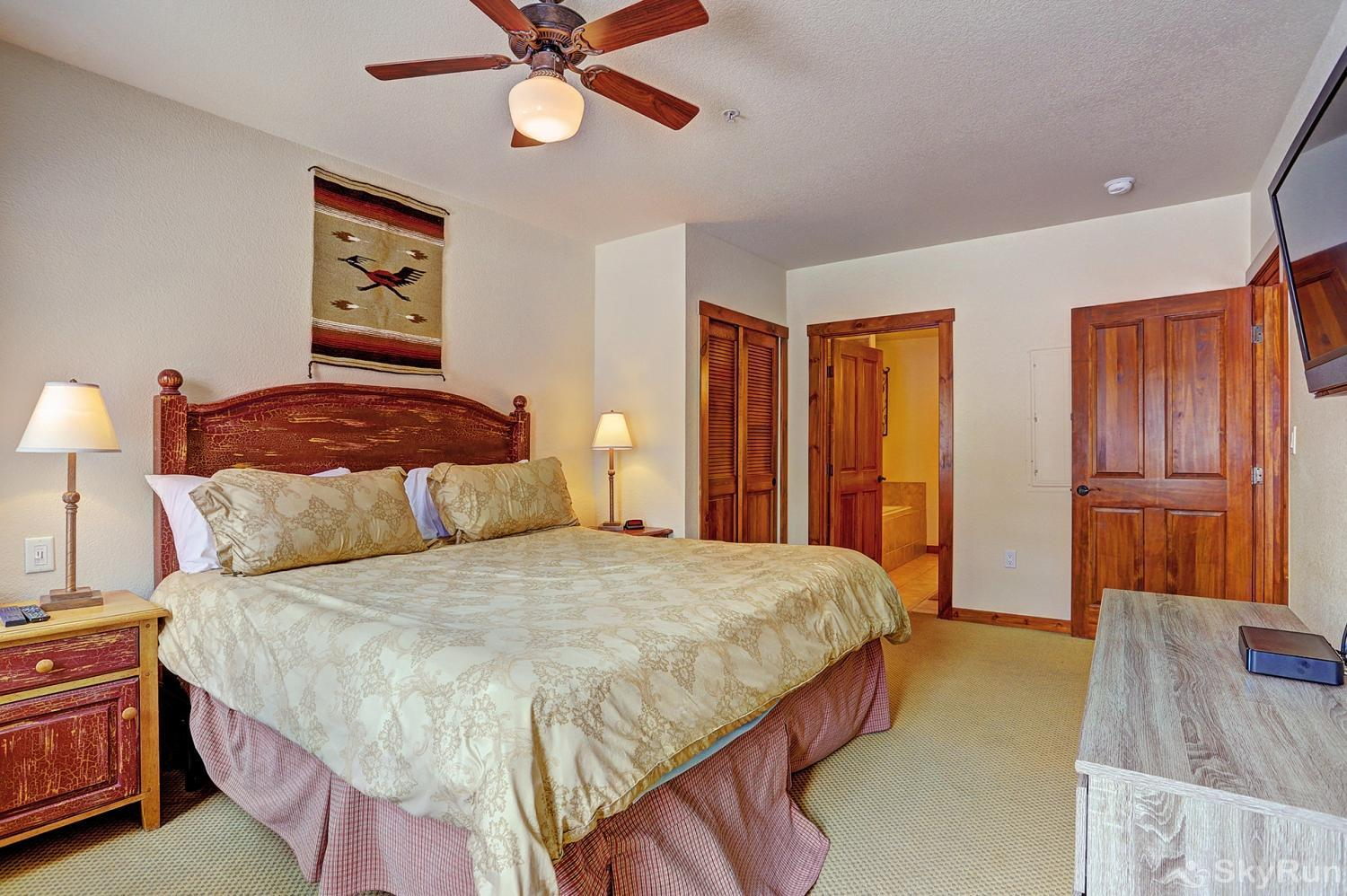 Main Street Station 2203 Spacious king master bedroom with ensuite bath