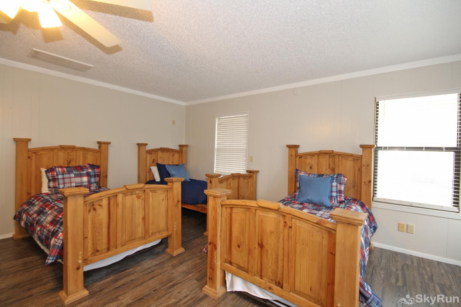 HONDO'S RIVER HAUS Fourth large bedroom with three twin beds