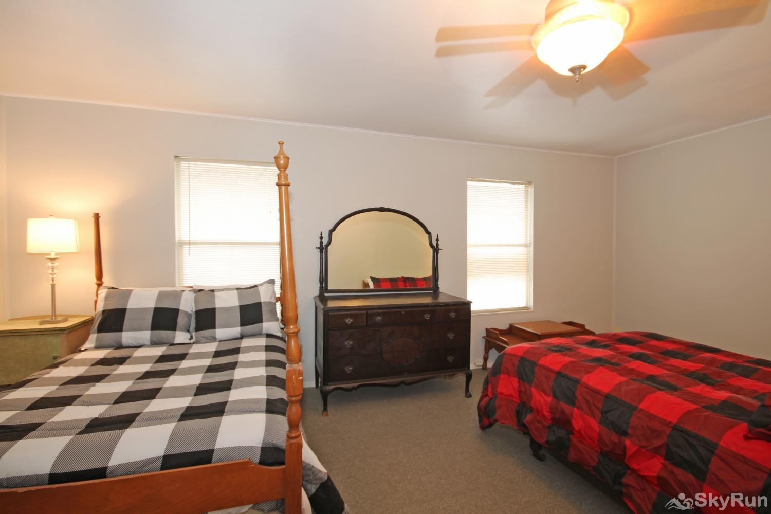 HONDO'S RIVER HAUS Third bedroom with two queen beds