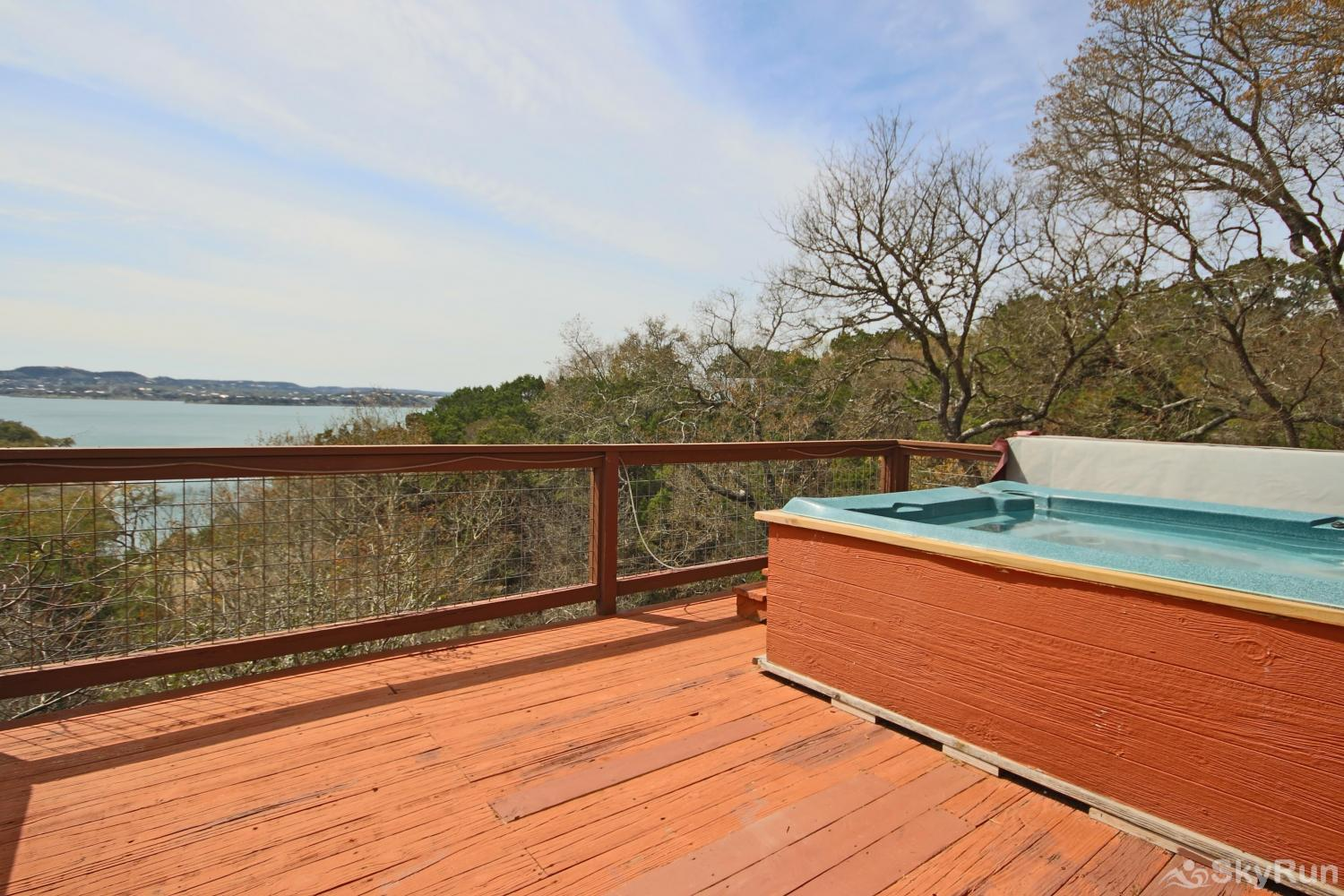 BELLA'S COVE Enjoy the hot tub and panoramic Canyon Lake views